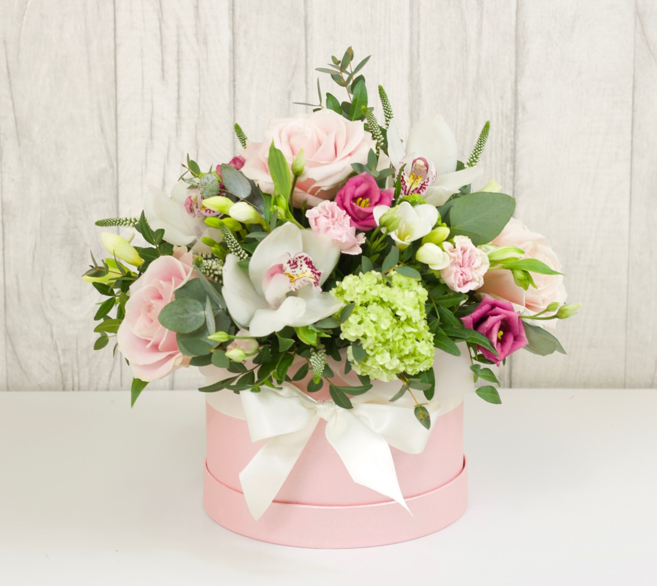 Luxurious Hat Box Willow Blooms